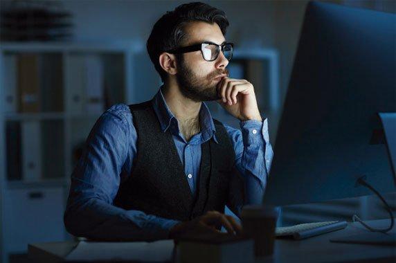 ¿Cómo Escoger un Broker?, para escoger al mejor hoy en día se hace a través de portales digitales y brokers online confiables.